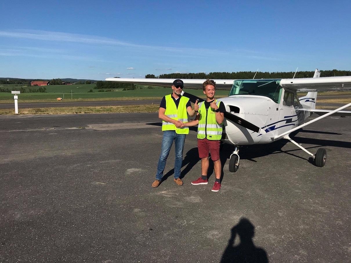 Mathias er blitt pilot!